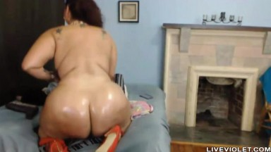 Beautiful face hot bbw twerker Jessica loves big dildos