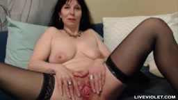 Sensual flexible mature Sylvana with a wide open pussy