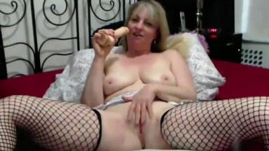 Curvaceous naughty mom Eldora that wants to play with you