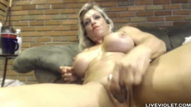Muscular hot MILF Stella Reign with implants and biceps