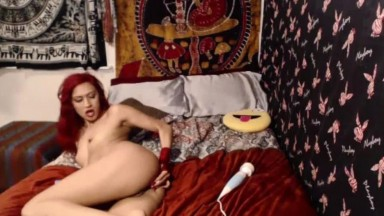 Hot moaning redheaded diva Kianna Maree enjoys butt plug