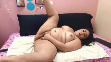 Seductive latin plumper Bea rubbing a fat shaved vagina