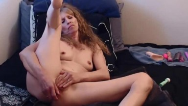 Muscular MILF Savannah Allure with first anal experience