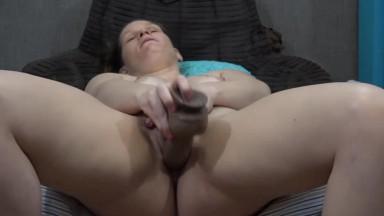Chunky dirty talking MILF Taz masturbates pierced pussy