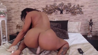 18 Stunning Latin Jodie with long hair and amazing booty