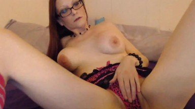 Redheaded sweetie cougar Samantha looking for some fun