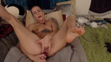 Bald nympho Saffron Azure with tiny tits bangs two holes