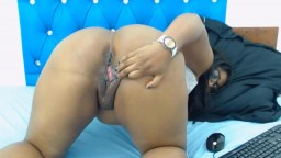 Bootylicious African doll in glasses rubbing freaky cunt