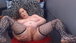 Curvaceous naughty Jenna with sexy toes rubbing her clit