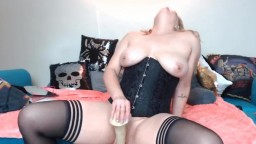 Kinky mistress Sunny Skye to have fun with your fetishes