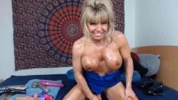 MILF Sophia always looked for chances to show off her bod