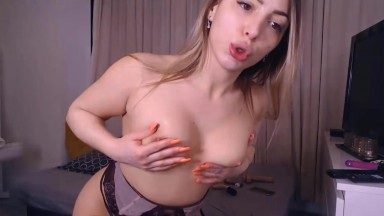 Camileya loves to suck dick while she plays with herself
