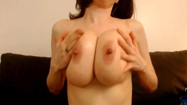 All natural 28K tits Lori Taylor cater to specific requests