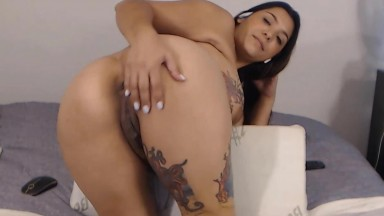 Curvy tattooed Emily Neon will make you cum all over place
